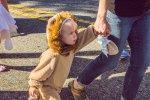 dziecko w przebraniu lwa